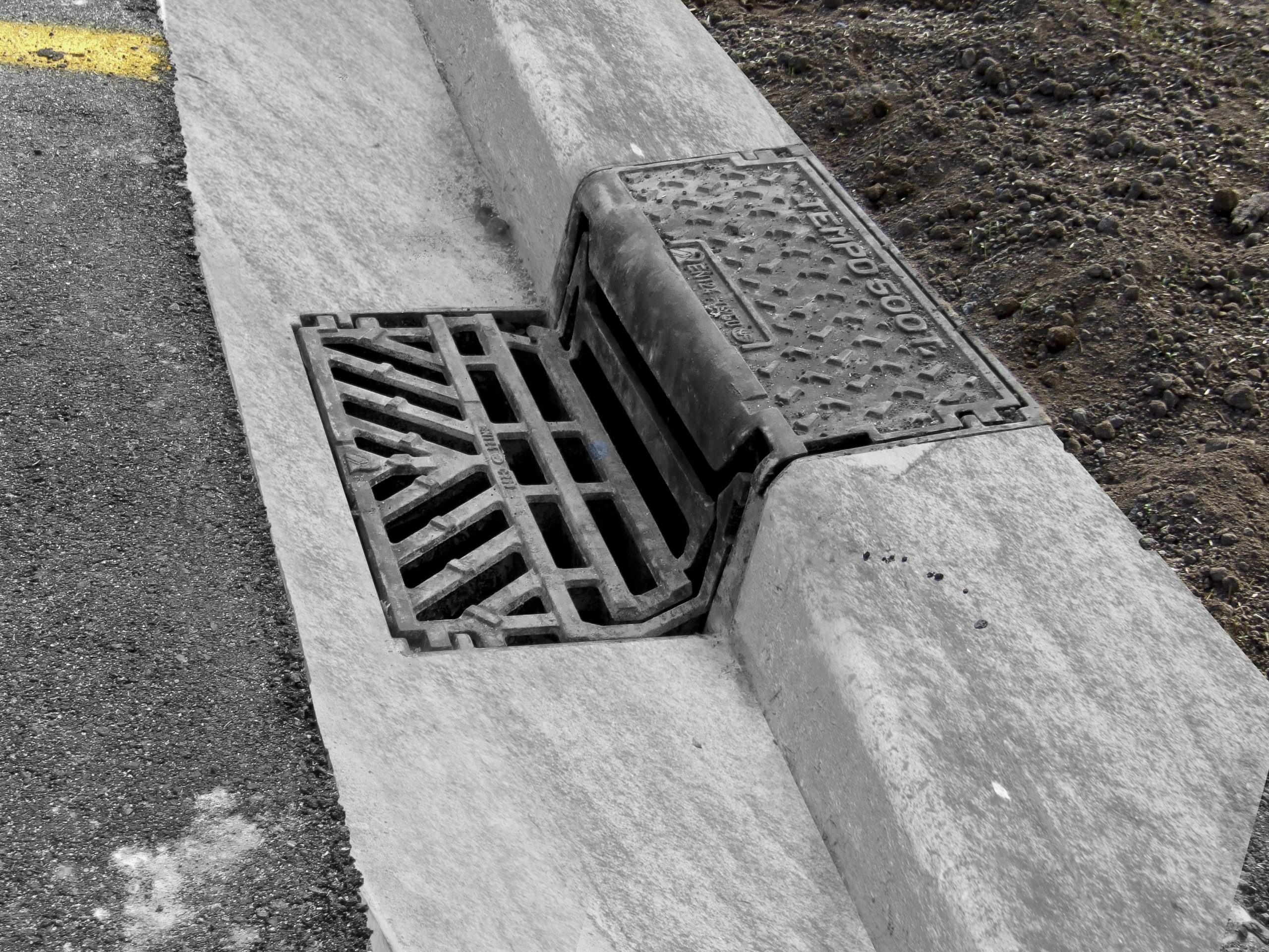 Tempo Hinged Kerb Gully Grate And Frame Hynds Pipe