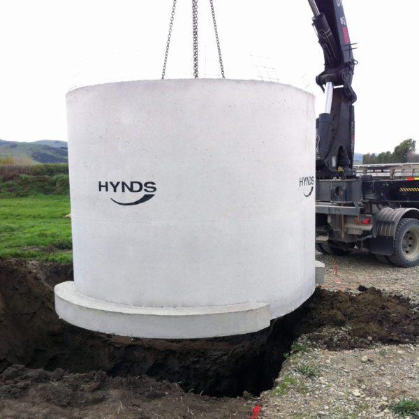 Hytank with flange base