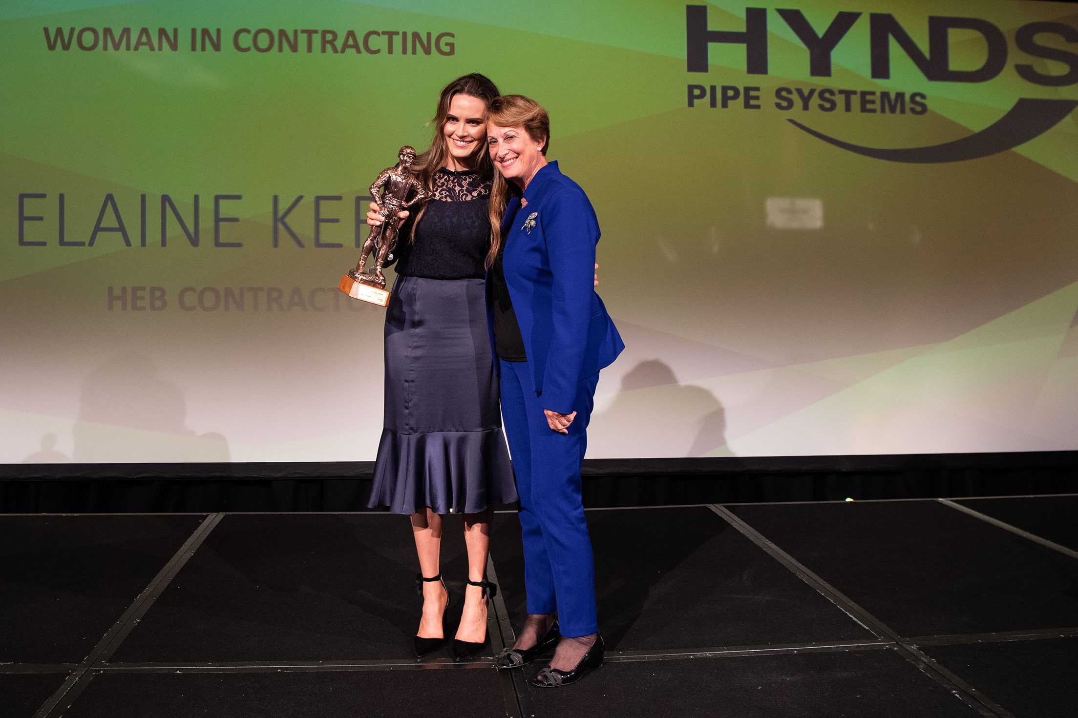 Leonie Hynds Presents Female Contractor of the year for 2018