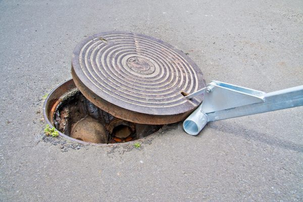 Manhole Lid Lifter In Action